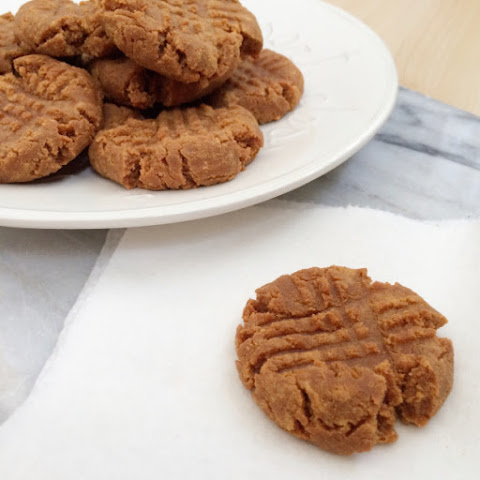 Three Ingredient Low Carb Peanut Butter Cookies