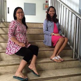 preggies dare to stair by Liza Del Rosario - People Maternity ( navarro, martinez, dina, gonzales, wenzi,  )