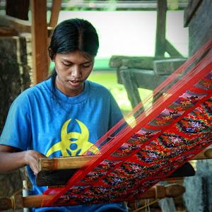 Yakan Girl Weaving.jpg