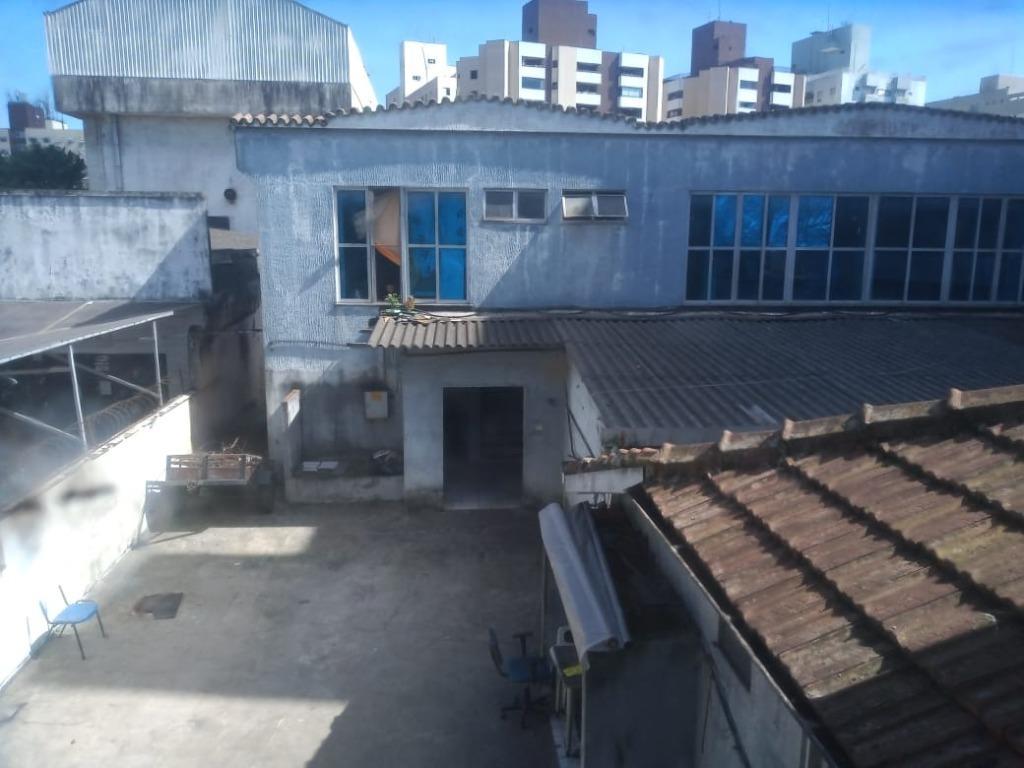 Ótima Casa Comercial em Localização Privilegiada, em Santos