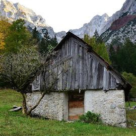 Trentarska arhitektura by Bojan Kolman - Buildings & Architecture Decaying & Abandoned
