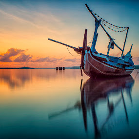 .:: red horizon ::. by Setyawan B. Prasodjo - Transportation Boats ( water, device, transportation )