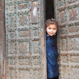 Muflis dareechon ki khoobsorti by Ali Hamza - Babies & Children Child Portraits ( pakistan, nature, child portrait, baby, street photography )