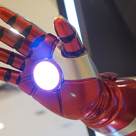 Iron Man by Alice Chia - Artistic Objects Toys ( hand, red, iron man, white, neon light, round, lighted )