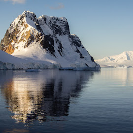 west side reflection by Jean-Marc Landry - Landscapes Mountains & Hills ( antarctique )
