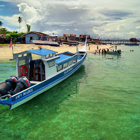 Relaxing by Mohamad Hafizuddin - Transportation Boats