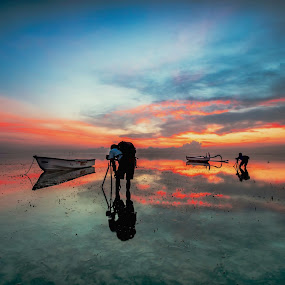 Rising Sunrise of Landscaper by Bertoni Siswanto - Landscapes Sunsets & Sunrises ( beaches, waterscape, seascape, sunrise, landscapes, photographers, taking a photo, photographing, photographers taking a photo, snapping a shot )