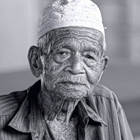 meniti usia by Asrul CikguOwn - People Portraits of Men