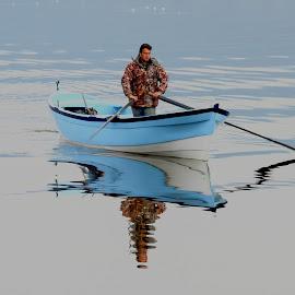 Mavişim by Veli Toluay - Uncategorized All Uncategorized ( balıkcı, lkayık, su manzarası, gol, yansıma, mavi, lyazı, kayık )