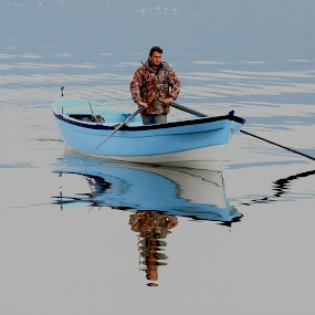 Mavişim by Veli Toluay - Uncategorized All Uncategorized ( balıkcı, lkayık, su manzarası, gol, yansıma, mavi, lyazı, kayık,  )
