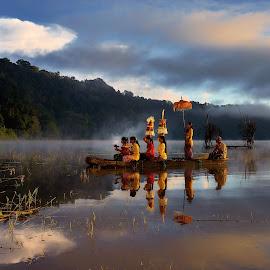 Going to Temple by Pranata Setiaji - People Street & Candids ( island of god, temple, bali, lake tamblingan, lake, boat, travel photography )