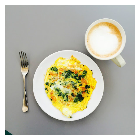 Breakfast Omelette With Spinach And Tomato