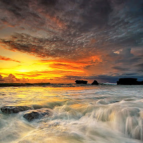 Melasti Beach by Agoes Antara - Landscapes Waterscapes ( cloud sunset waterscape bali sunrise water landscape canon eos 7d )