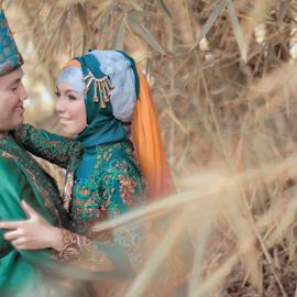 Love in Green by Tofan Wisuda Nova - Wedding Bride & Groom ( love, canon, prewedding, wedding, bride, groom, lahat, photofan )