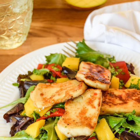 Sweet Chilli Halloumi Mango Salad