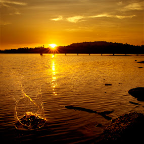 Golden splash by Mohamad Sa'at Haji Mokim - Landscapes Waterscapes ( pwcotherworldly )