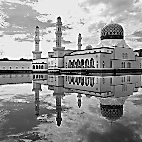 masjid likas by Mohd Shahrizan Taib - Buildings & Architecture Places of Worship ( reflection, kota kinabalu, mosque, black & white, lake, early morning )