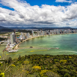 Camboriu - SC by Rqserra Henrique - City,  Street & Park  Vistas ( clouds, brazil, rqserra, buildings, beach, city )