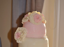 3 tiered vintage pink and cream wedding cake