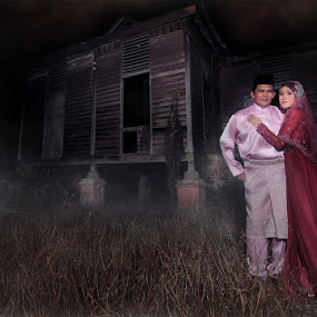 haunted love - traditional by Berbisa Roll - Wedding Other ( old house, love, couple, bride )