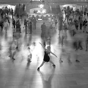 The Pose by VAM Photography - Black & White Street & Candid ( b&w, woman, grand central station, places, nyc, motion,  )