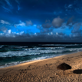 The sun is coming by Cristobal Garciaferro Rubio - Landscapes Beaches ( shore, clouds, mexico, cozumel, sea, beach, sun )