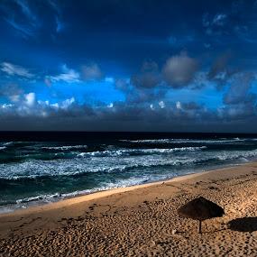 The sun is coming by Cristobal Garciaferro Rubio - Landscapes Beaches ( shore, clouds, mexico, cozumel, sea, beach, sun )