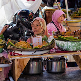 food sellers in the market beringharjo.Yogyakarta by Hartono Wijaya  - City,  Street & Park  Markets & Shops ( central java, yogyakarta, travelling, markets, marketing, indonesia, batik, java, tourism, traditional, travel photography )