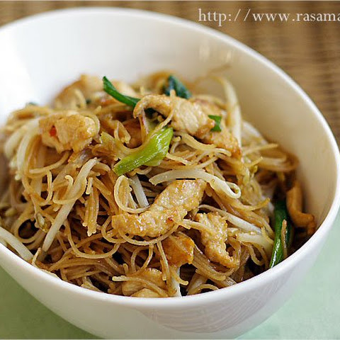Fried Rice Vermicelli/Rice Sticks/Rice Noodles with Chicken (炒米粉)