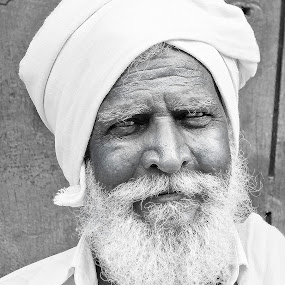 my old buddy  by Mohammed Arief - People Portraits of Men ( b&w, black and white, people, photography, portrait, city )
