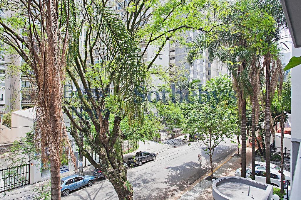Apartamento clean e com varanda no Jardim América
