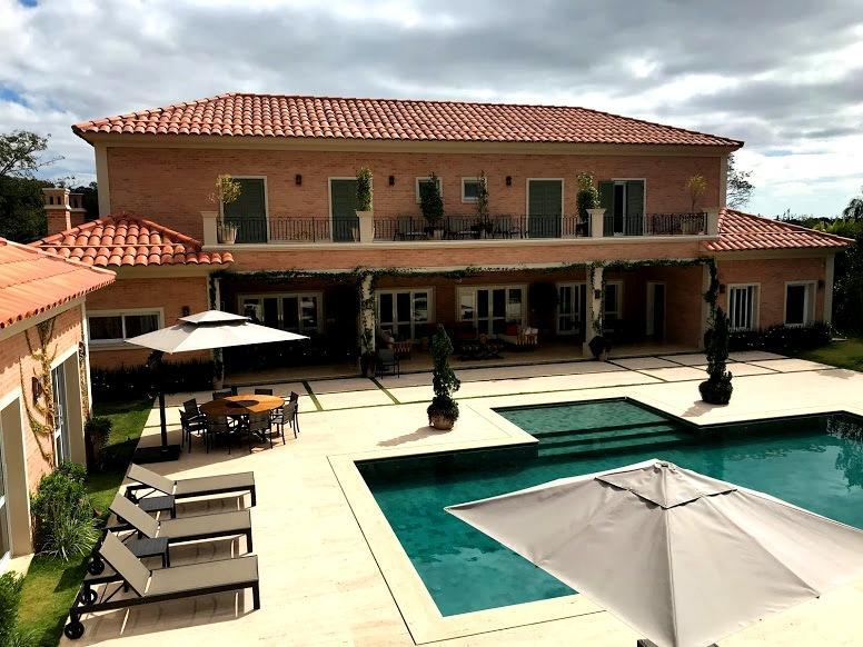 Casa surpreendente, estilo Toscana - condomínio Fazenda Vila Real