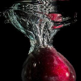 Plum in water by Adriano Freire - Food & Drink Fruits & Vegetables ( water, red, splash, dark, plum )