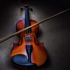 Violin overexposure by Pierre Valdez - Artistic Objects Musical Instruments ( overexposure, lighting, violin, artistist, instrument )