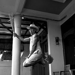 Wow , he flies like Harry Potter ..... by Nyoto Nugroho Poospo - People Portraits of Men