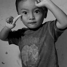 thinking a childern by Bhako N Bhako - Babies & Children Child Portraits
