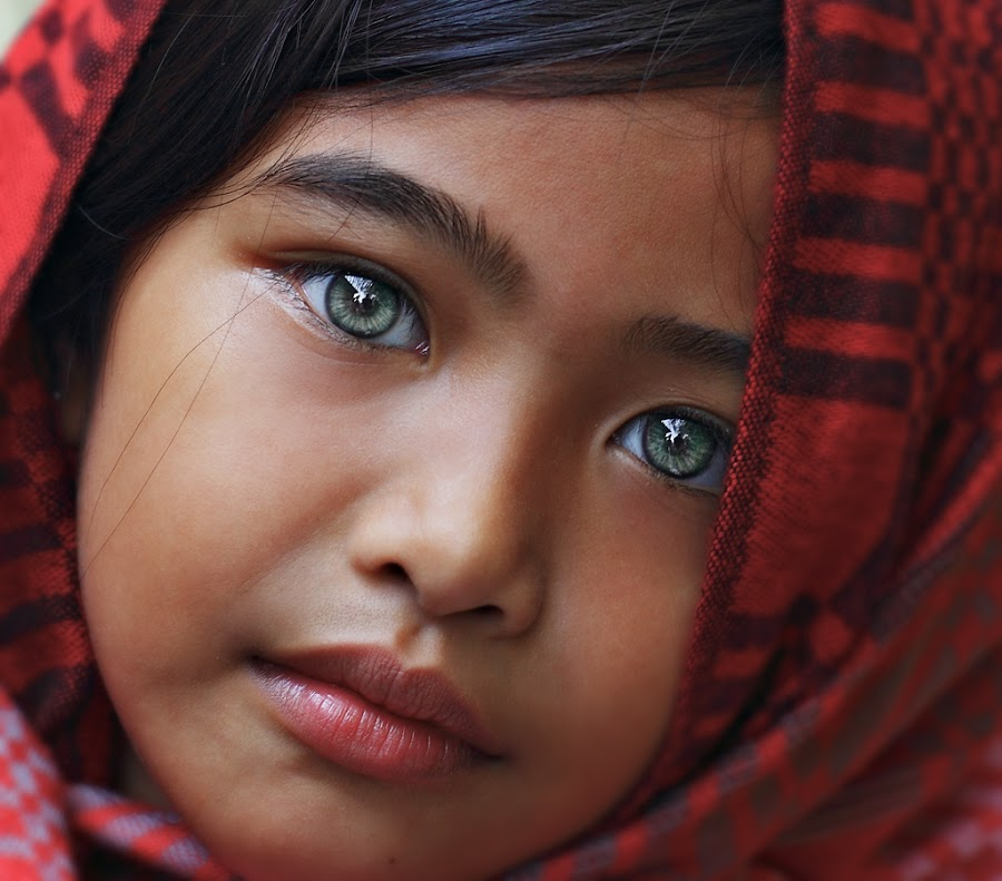 Ivy eyes by Gansforever Osman - Babies & Children Child Portraits