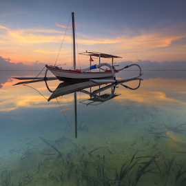 lonely boat by I Komang Windu - Landscapes Sunsets & Sunrises ( canon, landscape photography, beach, sunrise, landscape, boat, travel photography, photography )