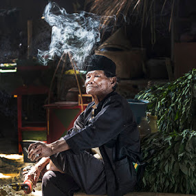 Waiting for buyer by Basuki Mangkusudharma - People Street & Candids ( sell market, smoking, buyer, traditional )