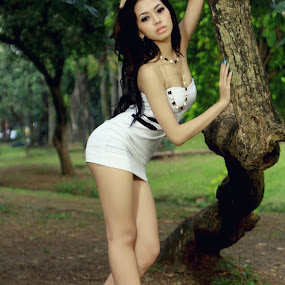 emely by Geri Geraldhi - People Portraits of Women ( canon, model, indonesia, outdoor )