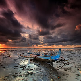 Hello sunrise by Krishna Mahaputra - Landscapes Sunsets & Sunrises ( bali, sunrise, beach, landscape )