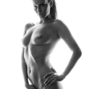 Nude by Reto Heiz - Nudes & Boudoir Artistic Nude ( studio, female, black and white, long hair, kamilka,  )