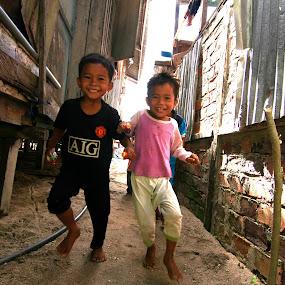 Sweet Kids  by Azmil Omar - Babies & Children Children Candids ( pwclollipop, kids )