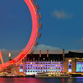 A circus feeling by Matthieu Vermersch - Novices Only Landscapes ( london eye, colourful, london, wheel, night,  )