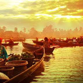 Golden Village by Randy Rakhmadany - Transportation Boats ( lokbaintan, indonesia, floating market, randy rakhmadany, borneo )