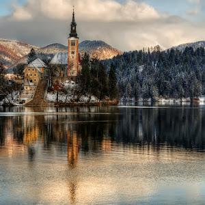 Bled, cerkev.jpg