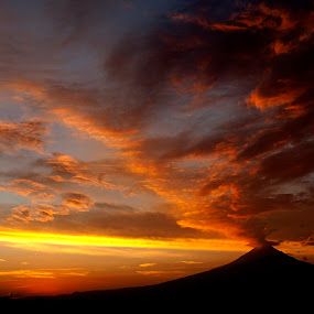 Popo at sunset by Cristobal Garciaferro Rubio - Landscapes Sunsets & Sunrises ( clouds, cholula, popo, mexico, puebla, popocatepetl )