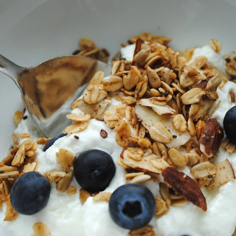 Healthy Homemade Granola Without Bad Ingredients