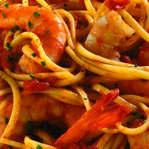 Linguine with Large Shrimp and Mutti Finely Diced Tomatoes