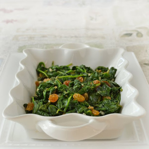 Wilted Spinach with Garlic and Raisins